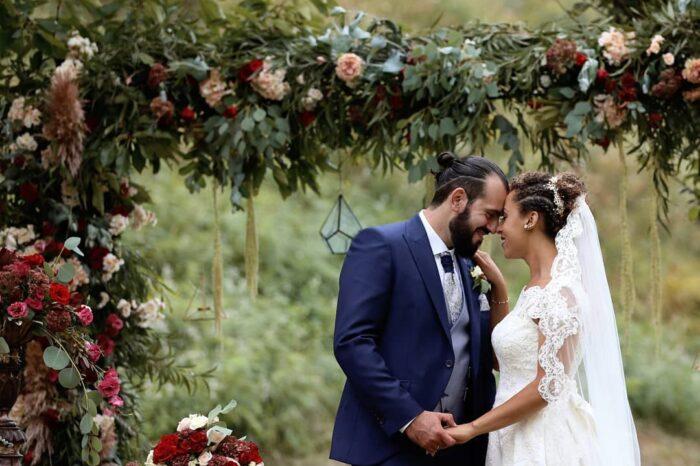 burgundy casamento arco noivos