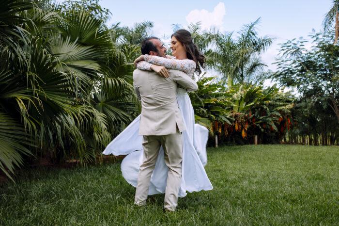 fotografia noivos dançar felizes